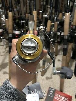 Shimano Stradic 4000fi Nouveau Dans La Boîte Soyeuse Lisse Inutilisé Rare Anti Reverse Switch
